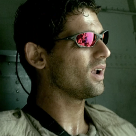 Eric Bana wears Oakley Juliet X Metal