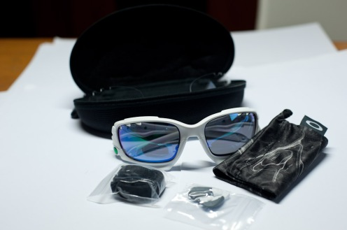 That's all the bits and pieces that comes in the box of the Racing Jacket. Notice the extra lens inside the case. Its clear but passes UV100% and also ANSI Z87.1 impact tests. Very useful for those that are exposed to flying debris like cyclists.