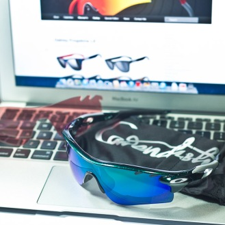 cavendish pouch of Oakley RadarLock Mark Cavendish Signature Series Path detailed view