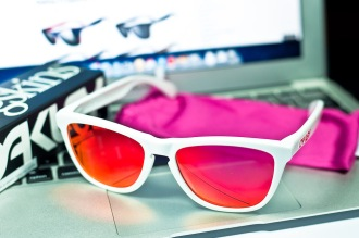 $200 FROGSKINS® SKU# 24-307 Color: Polished White/Ruby Iridium