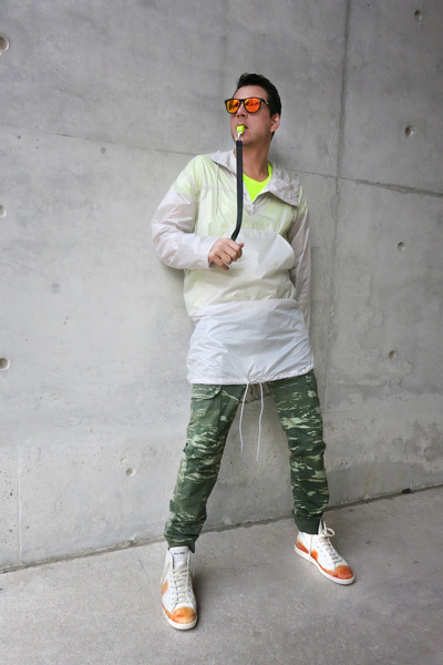 carrot-orange-oakley-sunglasses-olive-green-fifty-four-pants_400