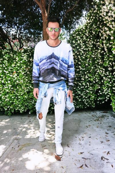 light-blue-zara-jeans-blue-levis-jacket-light-yellow-oakley-sunglasses_400