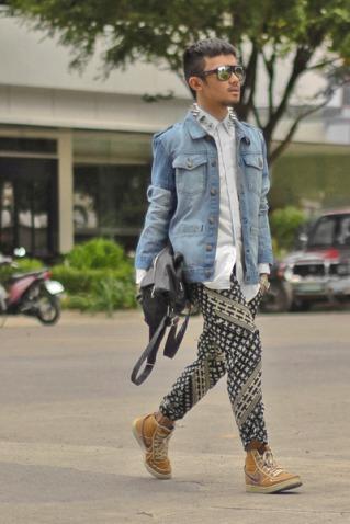 mustard-nike-shoes-blue-denim-garage-hang-ten-jacket_400