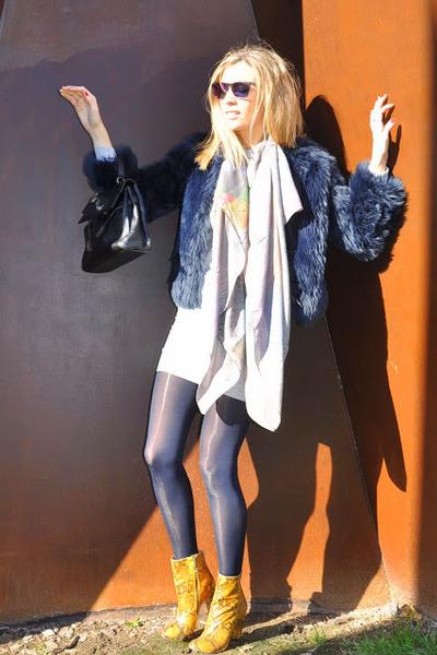 mustard-zara-boots-periwinkle-asos-dress-navy-zara-coat_400