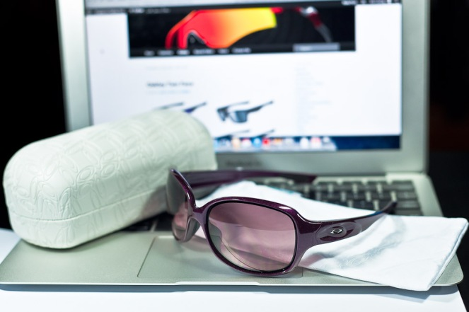 $200 Oakley DRIZZLE™ SKU# OO9159-02 Color: Raspberry Spritzer/G40 Black Gradient