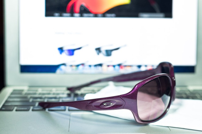 f83d927f32  200 Oakley DRIZZLE™ SKU  OO9159-02 Color  Raspberry Spritzer G40 Black