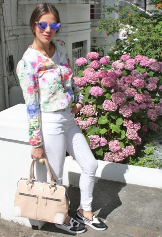 white-jeans-fashioninsideout-floral-jacket