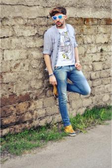 zara-shoes-swing-jeans-zara-shirt-piazza-italia-t-shirt-oakley-glasses_400
