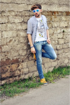 zara-shoes-swing-jeans-zara-shirt-piazza-italia-t-shirt-oakley-glasses_400