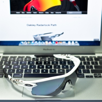 SGD$450 POLARIZED RADARLOCK™ PATH SKU# OO9181-20 Singapore Color: Matte White/Grey Polarized & VR28 Black Iridium