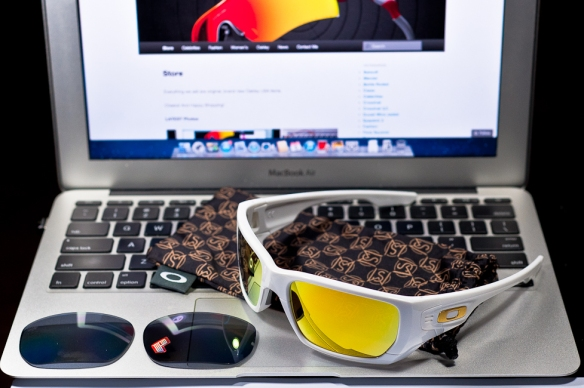 SHAUN WHITE SIGNATURE SERIES POLARIZED STYLE SWITCH™ SKU# OO9194-10 @Singapore Color: Polished White/Grey Polarized & 24K Iridium