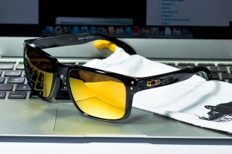 SHAUN WHITE SIGNATURE SERIES HOLBROOK™ SKU# OO9102-08 Color: Polished Black/24K Iridium